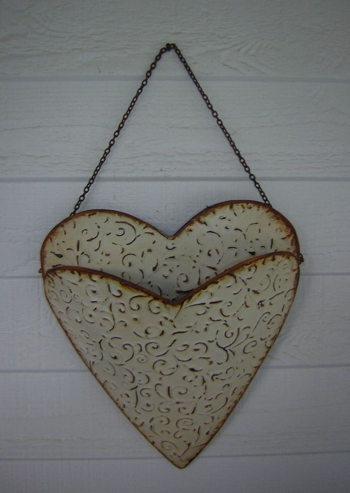 Hanging Metal Heart Wall Pocket – Shabby Chic | Hoover House